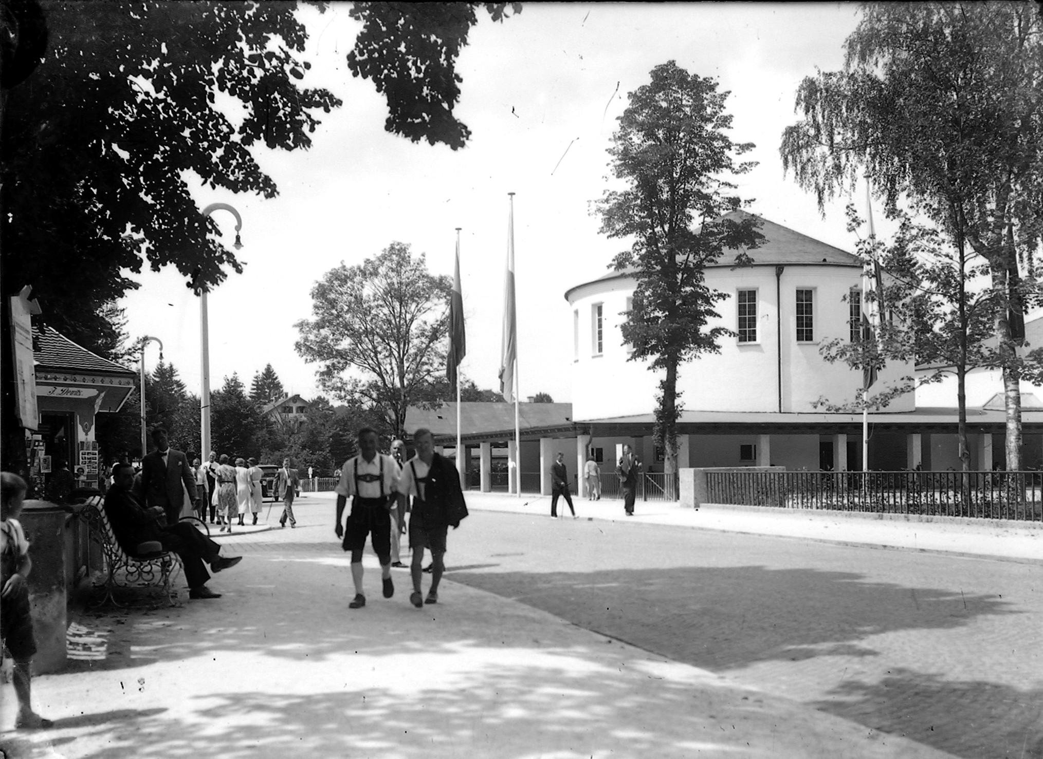 Die neue Wandelhalle wurde 1930 eingeweiht, damals größtes Gebäude ihrer Art in Europa (Marey, etwa 1930-1935)