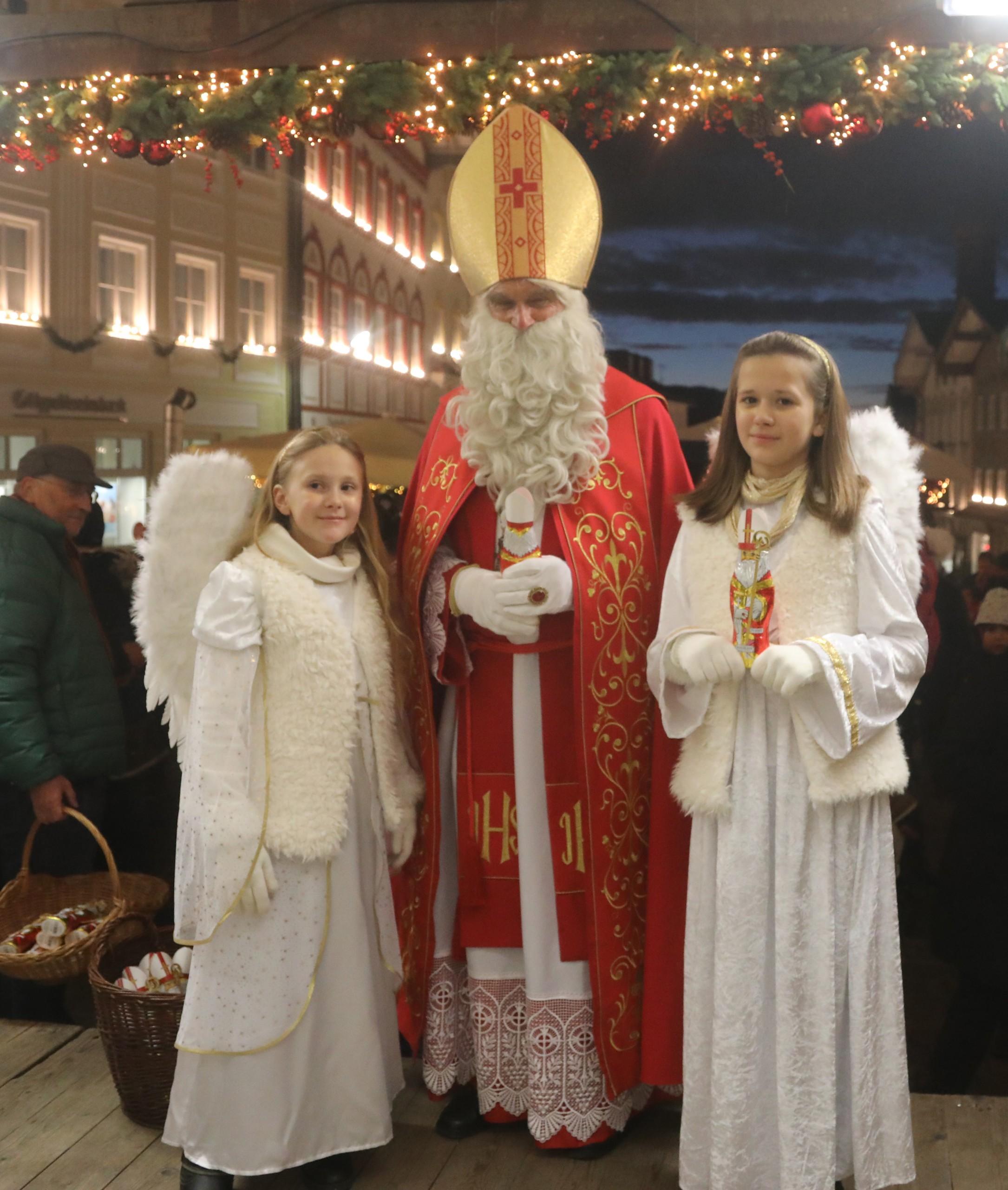 Nikolaus am Tölzer Christkindlmarkt